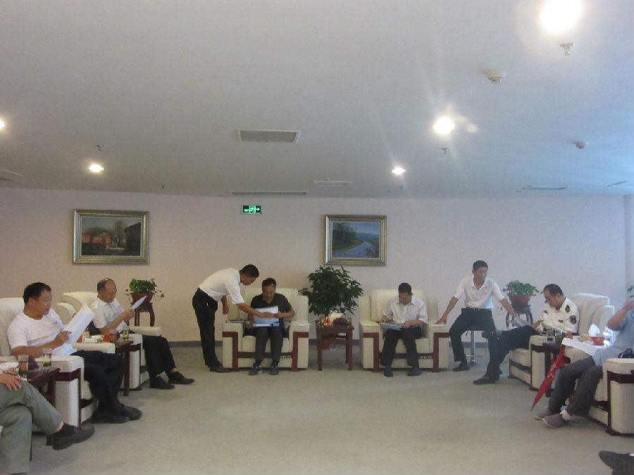 青岛市政府应急办,环保局等14家单位组成的联合检查小组,对华仁物业在